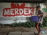 Kisah Sedih Bocah Penjual Kerupuk di Hari Anak Nasional