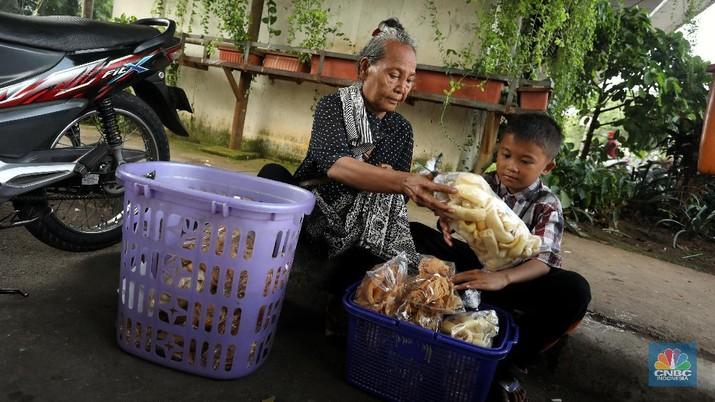 Kisah Anak 9 Tahun, Harus Berjualan Demi Menafkahi Saudaranya (CNBC Indonesia/Andrean Kristianto)
