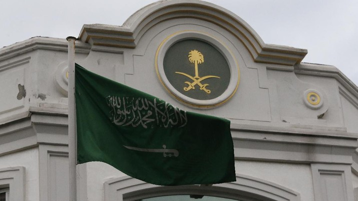 The Saudi Arabia flag flies outside the country's consul general's official residence in Istanbul, Wednesday, Oct. 24, 2018. Turkey's state-run news agency says Saudi officials did not allow Turkish investigators, probing the killing of Saudi journalist Jamal Khashoggi, to search a well in the garden of the Saudi Consulate. Turkish forensic teams have searched the Consulate, the consul general's official residence as well as vehicles belonging to the consulate as part of their probe into Khashoggi's disappearance and death. (AP Photo/Lefteris Pitarakis)