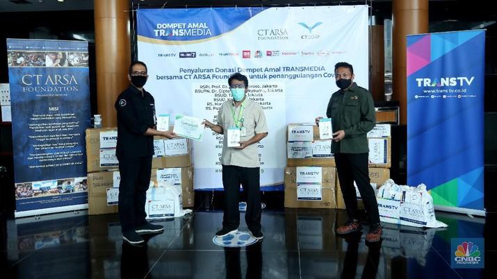 Dompet Amal TRANSMEDIA bersama CT ARSA Foundation Salurkan Donasi Tahap ke-8 untuk Penanganan Covid-19. (CNBC Indonesia/ Andrean Kristianto)