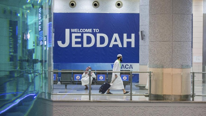 Pilgrims arrive to King Abdulaziz Airport for the Hajj pilgrimage to Mecca, in Jeddah, Saudi Arabia, Saturday, July 25, 2020. Saudi Arabia issued guidelines for about 1,000 pilgrims who will be allowed to perform the hajj pilgrimage in Mecca later this month (Saudi Ministry of Media via AP)