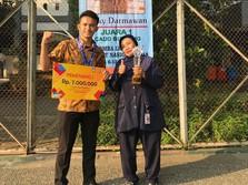 Happy, Lulusan Vokasi Prestasi Bisa Mudah Naik Gaji & ke BUMN