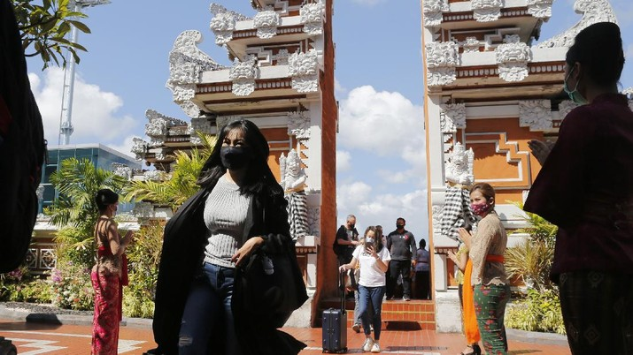 Bali buka kunjungan wisatawan domestik. (AP Photo/Firdia Lisnawati)