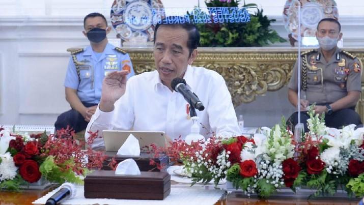 Presiden Joko Widodo kembali menggelar rapat terbatas yang membahas penanganan Covid-19 dan pemulihan ekonomi nasional bersama jajarannya di Istana Merdeka. (Foto: Kris - Biro Pers Sekretariat Presiden)