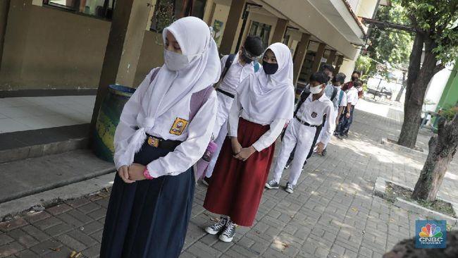 Jadi Nadiem Perbolehkan Sekolah Tatap Muka di Zona