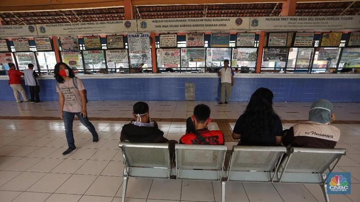 Terminal kampung rambutan sepi penumpang. (CNBC Indonesia/Andrean Kristianto)