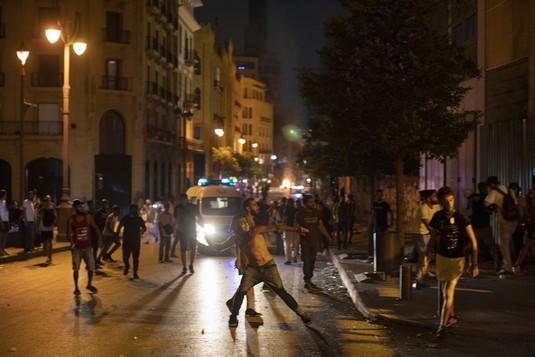 Ngeri, Melihat Api Warnai Demo Lebanon