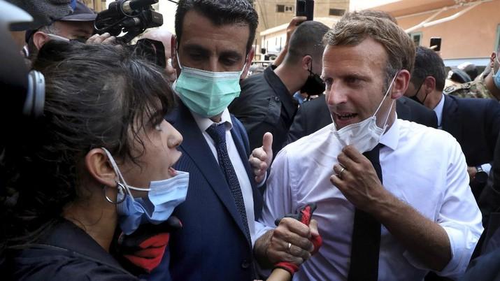 Presiden Prancis, Emmanuel Macron kunjungi Beirut. (AP/Bilal Hussein)