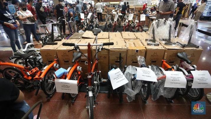 Suasana pameran sepeda Brompton di ITC Mangga Dua, Jakarta. (CNBC Indoensia/Andrean Kristianto)