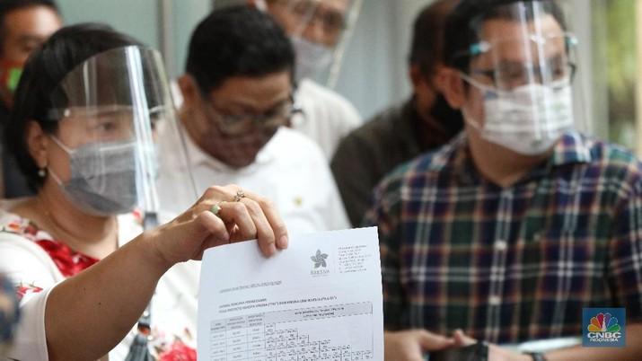 Puluhan Pemegang Polis Asuransi Kresna Geruduk Kantor OJK (CNBC Indonesia/Andrean Kristianto)