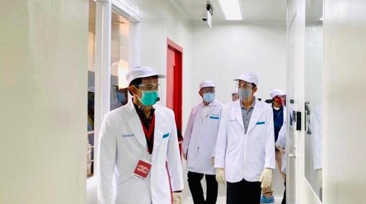 Presiden Joko Widodo tiba di PT Bio Farma (Persero) Bandung untuk meninjau fasilitas produksi dan pengemasan Vaksin COVID-19, Selasa 11 Agustus 2020 pukul 09.45 WIB. (Biro Pers, Media dan Informasi Sekretariat Presiden)