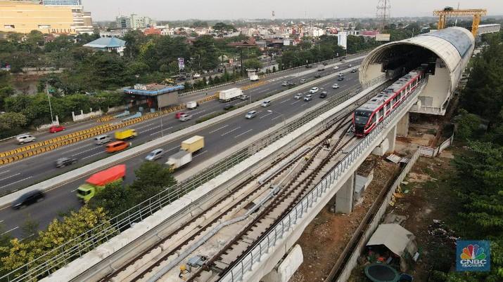 Foto aerial suasana Stasiun LRT, Light Rapid Transit di kawasan Cibubur, Jakarta, Rabu (12/8/2020). (CNBC Indonesia/Andrean Kristianto)