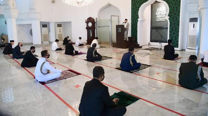 Presiden Joko Widodo Tunaikan Salat Jumat di Masjid Baiturrahim. Muchlis Jr - Biro Pers Sekretariat Presiden