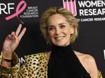 Masih Kece, Sharon Stone Pamer Pakai Bikini di Usia 63 Tahun