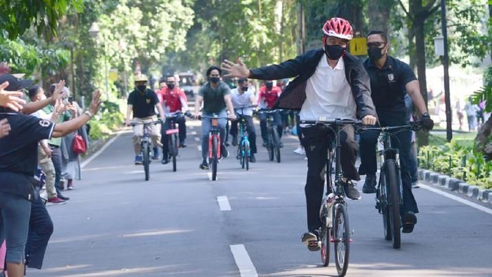 Saat Presiden Jokowi Gowes dan Bagikan Masker di Kebun Raya Bogor (Muchlis Jr - Biro Pers Sekretariat Presiden)