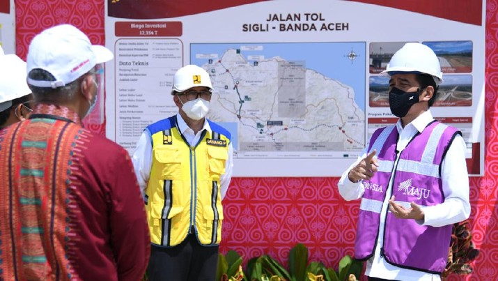 Jokowi resmikan Tol Pertama di Aceh. (Foto: Laily Rachev - Biro Pers Sekretariat Presiden)