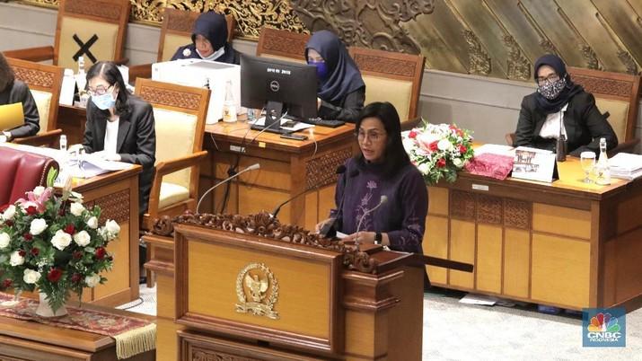 Menteri Keuangan Sri Mulyani menghadiri Rapat Paripurna DPR dengan agenda tanggapan Pemerintah terhadap Pandangan Fraksi atas RUU tentang P2 APBN TA 2019. (CNBC Indonesia/Muhammad Sabki)