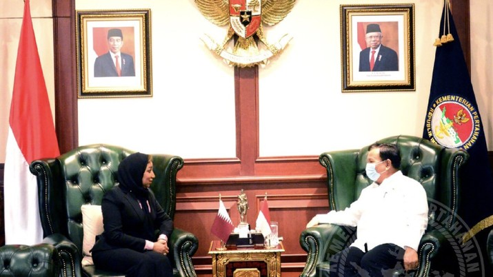 Menteri Pertahanan Prabowo Subianto menerima kunjungan kehormatan Duta Besar (Dubes) Qatar untuk Indonesia H.E. Ms. Fawziya Edrees Salman Al-Sulaiti, Senin (24/8) di kantor Kementerian Pertahanan, Jakarta. (Dok: Tangkapan layar Twitter Kemhan RI)