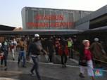 Penampakan Antrean Penumpang Mengular di Stasiun Tanah Abang