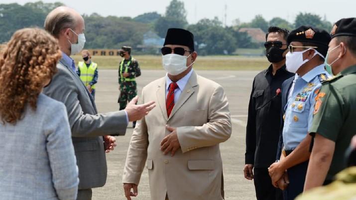 Menhan Prabowo Menyambut Alkes Untuk Penanganan Pandemi Covid-19 Dari Pemerintah Australia. (Ist Kementerian Pertahanan RI)