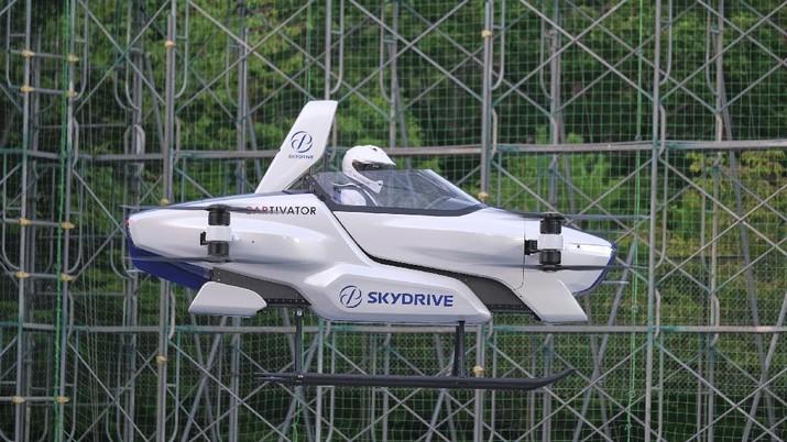 Mobil SkyDrive terbang di Tokyo, Jepang. (AP/)