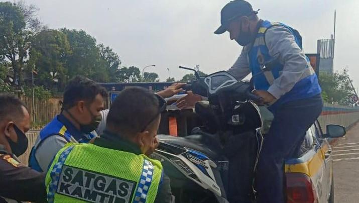 Kecelakaan motor di Jalan Tol Cikampek, Minggu 30 Agustus 2020/Istimewa