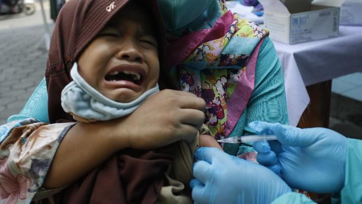 Imunisasi Campak Ditengah Pandemi Covid-19 (CNBC Indonesia/Tri Susilo)