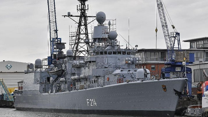 The German frigate Luebeck F214 of the German Navy is pictured on Thursday, May 16, 2019 at the harbor in Bremerhaven, Germany. (AP Photo/Martin Meissner)