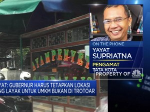 Pengamat: Harus Ada Aturan Tegas Soal UMKM Jualan di Trotoar
