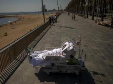 Unik! Rumah Sakit Ini Terapi Pasien Covid di Pantai, Amboi...