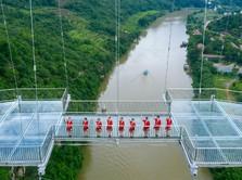 Bak Jalan di Langit, Potret Jembatan Kaca Terpanjang Dunia