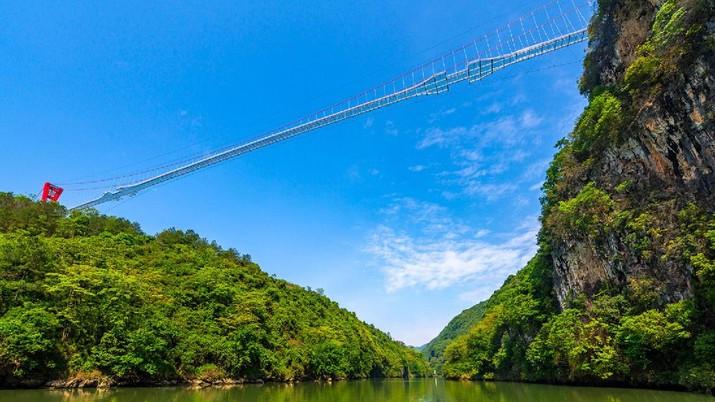 Jembatan Kaca Terpanjang di China (Foto: Lianzhou Qingtian Tourism Development Co., Ltd.)
