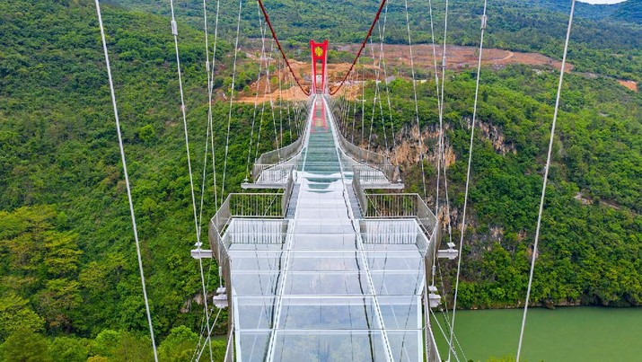 Jembatan Kaca Terpanjang di China (Foto: Lianzhou Qingtian Tourism Development Co., Ltd.)