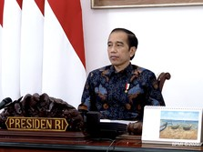 Jokowi ke Pedagang Kecil: Desember Vaksin Corona Masuk RI