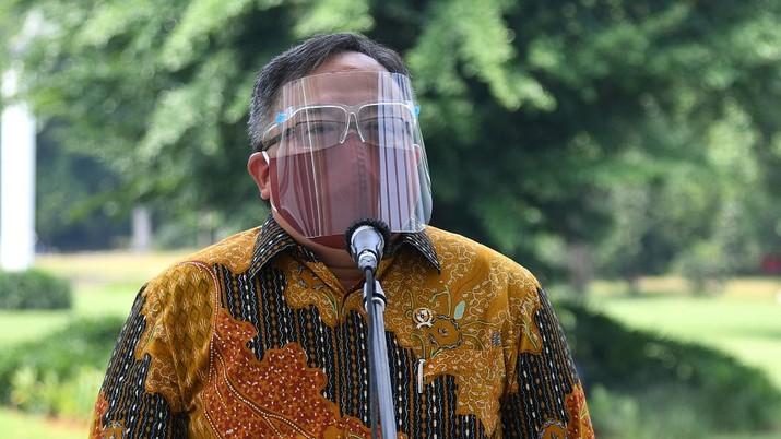 Menteri Riset dan Teknologi Bambang Brodjonegoro bersama Tim Vaksin Merah Putih di Istana Bogor (BPMI/ Lukas))