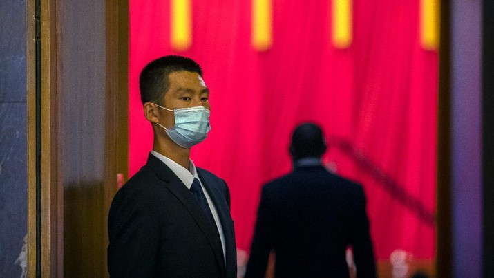 A security official wearing a face mask stands guard before an event to honor some of those involved in China's fight against COVID-19 at the Great Hall of the People in Beijing, Tuesday, Sept. 8, 2020. Chinese leader Xi Jinping is praising China's role in battling the global coronavirus pandemic and expressing support for the U.N.'s World Health Organization, in a repudiation of U.S. criticism and a bid to rally domestic support for Communist Party leadership. (AP Photo/Mark Schiefelbein)