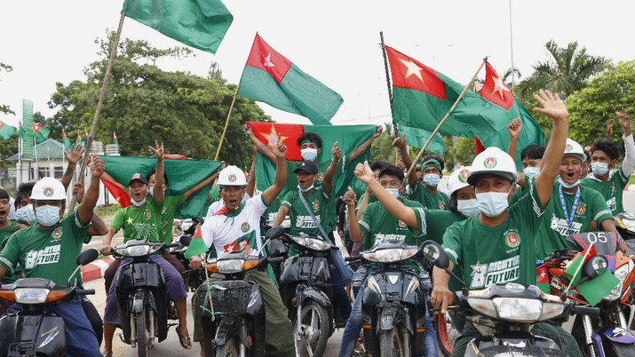 Supporters of Union Solidarity and Development Party (USDP) ride motorbikes displaying party flags during an election campaign in Naypyitaw, Myanmar on Wednesday, Sept. 9, 2020. Myanmar holds a general election on Nov. 8 and has started an election campaign period which may be disrupted due to a resurgence of the coronavirus. (AP Photo/Aung Shine Oo)