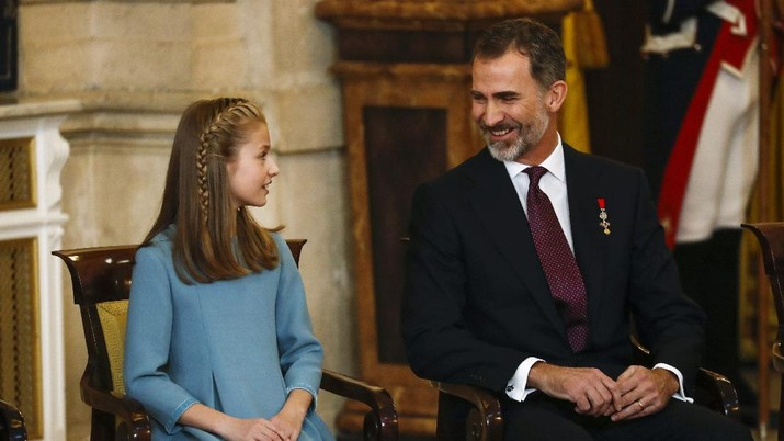 Spain's King Felipe sits next to his daughter Princess Leonor during a ceremony in which Princess Leonor was presented with the insignia of the
