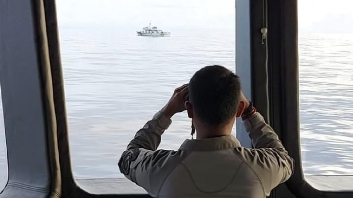Bakamla RI Bayangi dan Usir Kapal Coast Guard China di Laut Natuna Utara. Ist