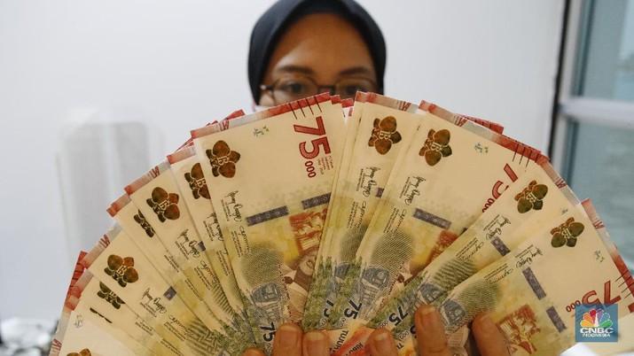 Ilustrasi pecahan uang 75.000. (CNBC Indonesia/Tri Susilo)