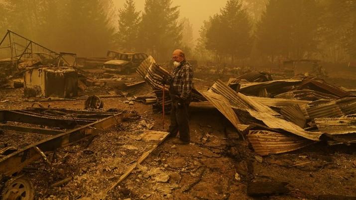 Pencarian korban kebakaran hutan di Oregon, Amerika Serikat. AP/John Locher