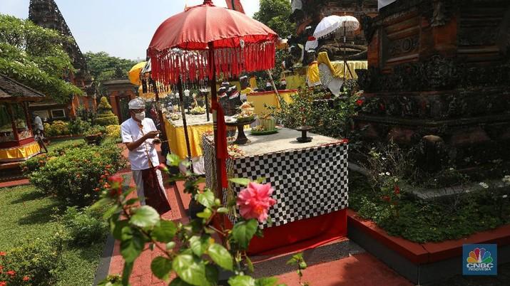 Hari Raya Galungan umat Hindu Bali. (CNBC Indonesia/Andrean Kristianto)