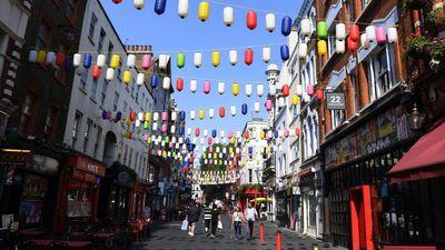 Warna-warni Lampion Hiasi Langit London