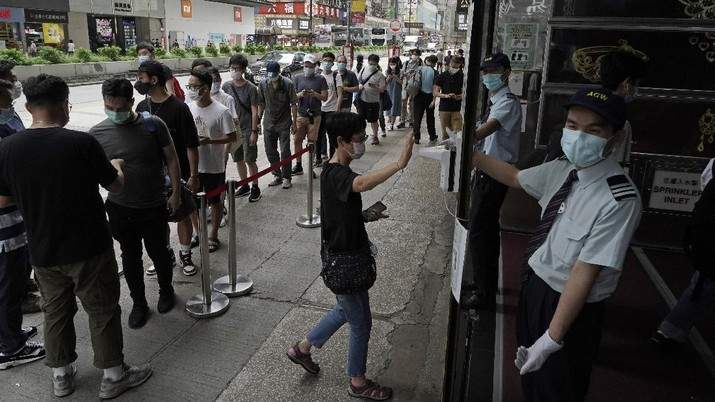 Gaming enthusiasts queue up for the pre-order sales of the newly unveiled Japanese brand video game console, Sony's PlayStation 5 (PS5), outside a retailer in Hong Kong, Friday, Sept. 18, 2020. Pre-orders of PlayStation 5 started on Sept. 17 and will be filled on Nov. 19. (AP Photo/Kin Cheung)
