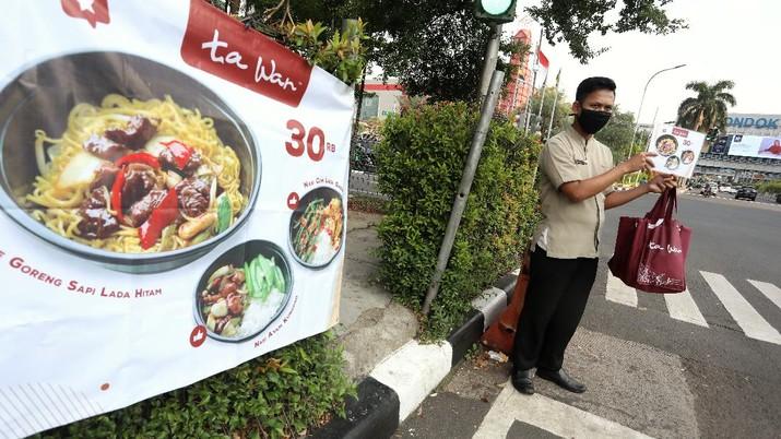 Ta Wan mulai menewarkan makanannya di Jalan kawasan Pondok Indah. (CNBC Indonesia/Andrean Kristianto)