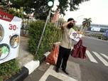 Menyambung Napas Saat PSBB, Pekerja Restoran Turun ke Jalan