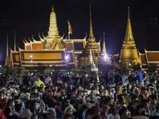 Tak Lagi Tabu, Tahta Raja Thailand 'Digoyang' Mahasiswa