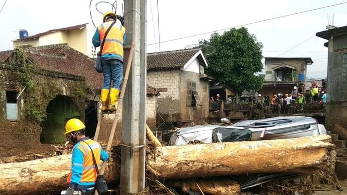 Pln nyalakan listrik warga terdampak banjir di Sukabumi (Dok PLN)