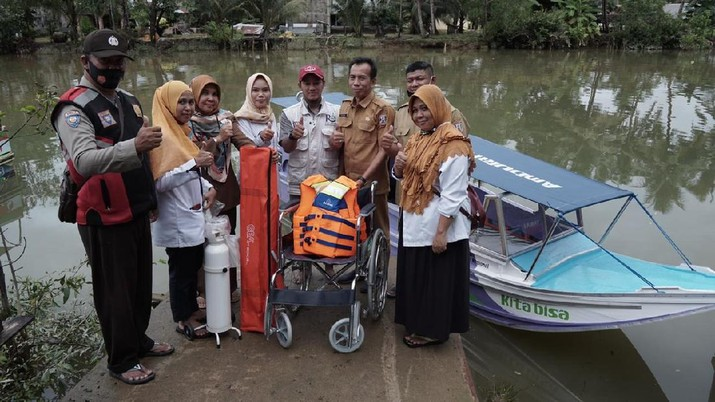 Lembaga Amil Zakat Nasional (LAZNAS) Baitulmaal Muamalat (BMM) meluncurkan program Ambulans Terapung.