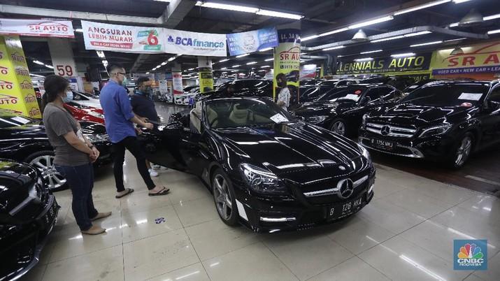 Penjualan Mobil Bekasi di WTC Mangga Dua (CNBC Indonesia/Andrean Kristianto)
